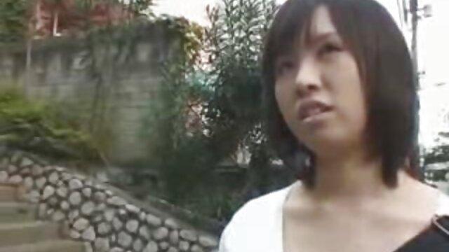 Acción en solitario húmeda con la rubia tetona Shyla Stylez pillados follando en la casa