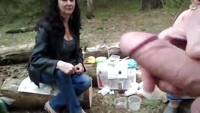 Adolescente rusa anal - Nesti recibe cachados cojiendo en la calle un facial