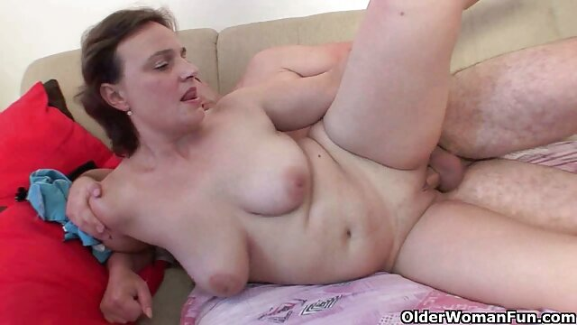 teaser camgirl encuentra asu hermana masturbandose