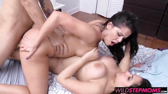 Hermosa videos caseros pillados teniendo sexo adolescente anal wonky