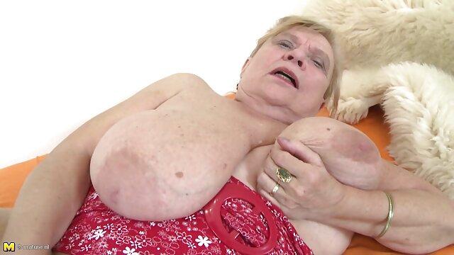 Agente de pillados manoseandose garganta profunda amateur británico enfundado en medias