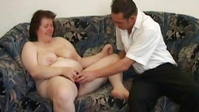La sexy Natasha juega y se masturba en el set videos voyeur pillados