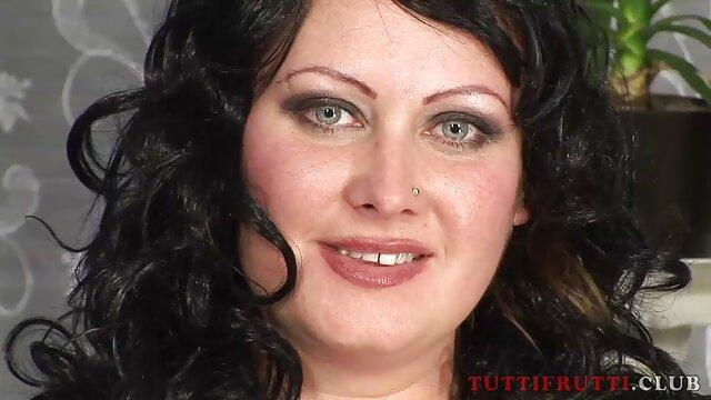 La estudiante traviesa pillados anal Vanessa Cage es muy curiosa sexualmente