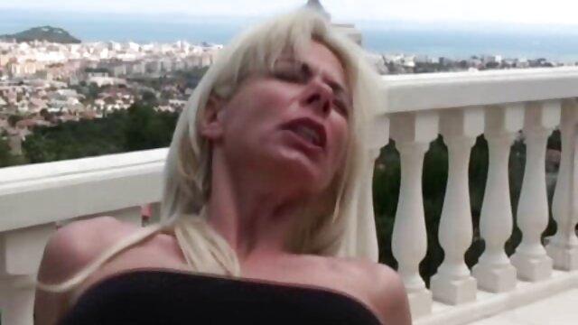 Puta anal sucia adolescente - Amara Romani pilladas follando infieles