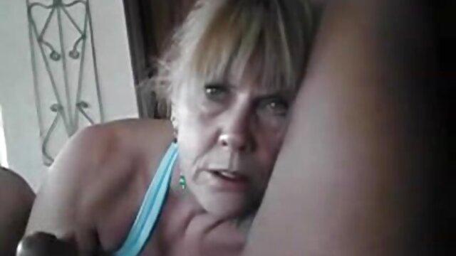 mujeres masturbandose pareja pillada camara oculta con peine 4